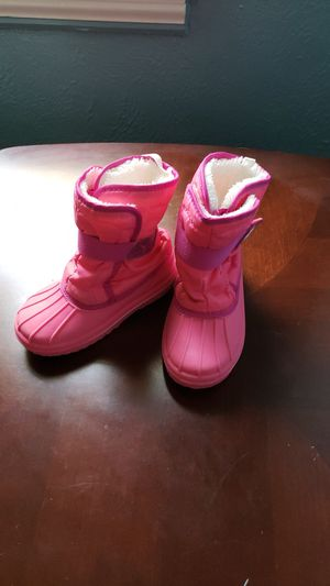 Girls size 9 snow boots for Sale in Toledo, OH