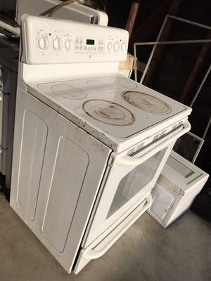 Electric stove and exhaust microwave oven. for Sale in West Covina, CA