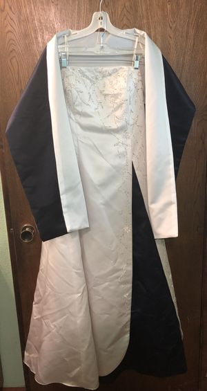 F.I.E.S.T.A Wedding dress with cape size XL for Sale in Vancouver, WA