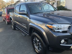 Toyota Tacoma sr5 2wd salvage title!! for Sale in Portland, OR