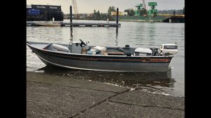 Smoker craft 15' aluminum boat with Johnson 28 spl for Sale in Seattle, WA