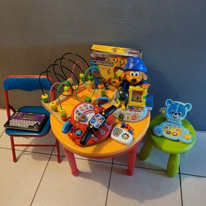 KIDS TABLE WITH SOME TOYS AND 2 BABY CHAIRS for Sale in Miami, FL