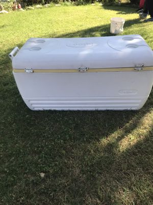 Large igloo cooler for Sale in Fresno, CA