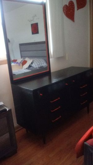 Dresser with mirror / tocador for Sale in Chicago, IL