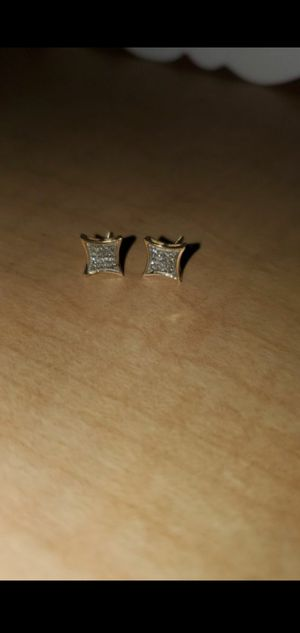 READ!! 10k soild gold diamond earrings for Sale in Victorville, CA
