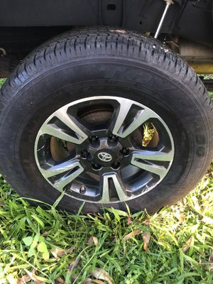 2018 Toyota Tacoma rim and tire for Sale in Laupahoehoe, HI