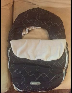 JJ cole baby car seat cover for the cold weather for Sale in Brookfield, IL