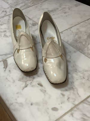 VINTAGE JOHANSEN Off White/Ivory high heel shoes size 8.5. 4A for Sale in St. Louis, MO