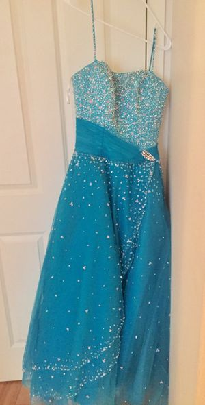 Long beaded teal prom dress size 8 for Sale in Kent, WA