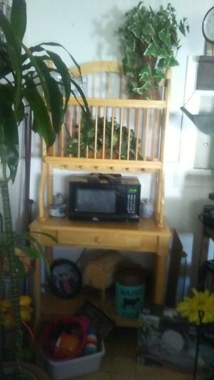 Wooden Shelf good for microwave and dishes like a baker's rack for Sale in Fontana, CA