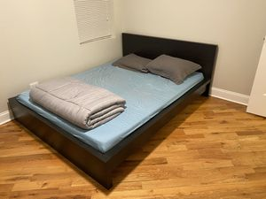 Queen bed for Sale in Chicago, IL