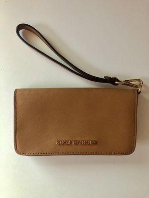 Michael Kors Mercer leather wristlet phone wallet for Sale in College Park, MD