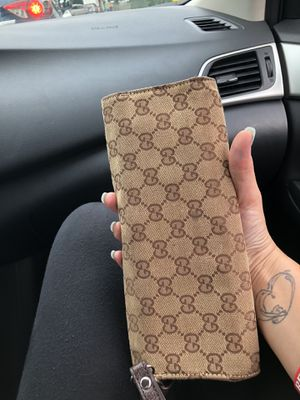 Real Gucci wallet/purse for Sale in Peabody, MA