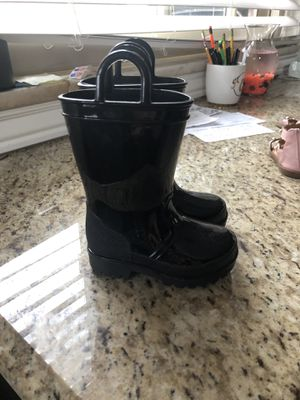 Girls size 5 rain boots for Sale in Clinton Township, MI