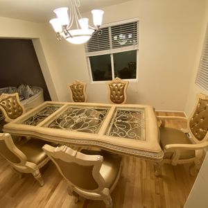 Brand new Beautiful Dining table for Sale in Auburn, WA