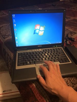 Computadora Dell laptop buena marca funcionando al cien lista para usarla en su trabajo en su escuela for Sale in Denver, CO