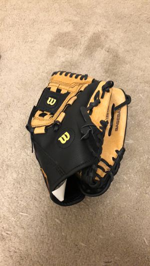 Wilson baseball glove for Sale in Richmond, CA