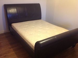 Full size bed frame for Sale in Nashville, TN