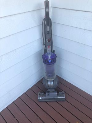 Dyson vacuum cleaner for Sale in Mukilteo, WA