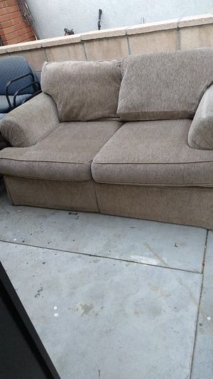 Free Free love seat for Sale in Moreno Valley, CA
