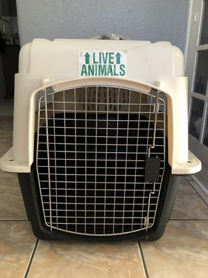Dog travel crate size medium for Sale in Miami, FL