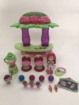 Strawberry Shortcake swing and smoothie bar set for Sale in Kent, WA