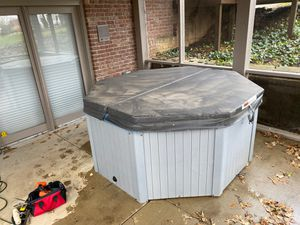 Master spa hot tub. Free! Come n get it! Have not used it in years. Needs repair. Free to whoever wants it for Sale in Indianapolis, IN