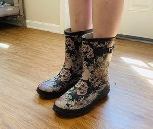 Womens Floral Rainboots (Womens US 10) for Sale in MD, US
