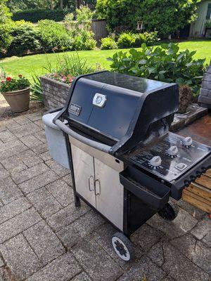 Weber silver genesis grill for Sale in Bellevue, WA