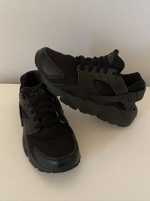 Nike Huarache size 5.5Y for Sale in Redland, MD