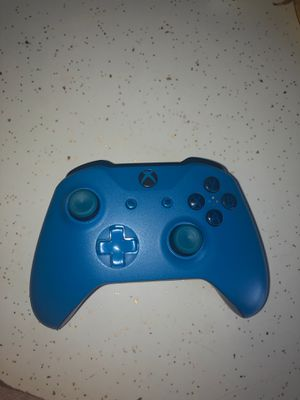 Blue Xbox one controller with battery pack for Sale in Cottonwood Heights, UT