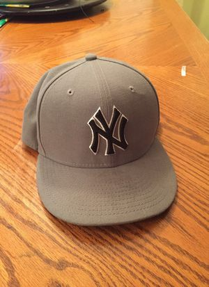 Size 7 1/8 fitted Yankees cap for Sale in West Palm Beach, FL