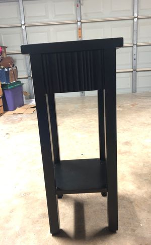 End table for Sale in Carrollton, TX
