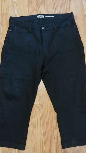 Size 16 w33. Levi modern Capri black jeans for Sale in Orlando, FL