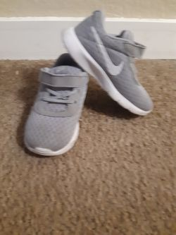 Toddler Nike Shoes Size 8c for Sale in Kent, WA
