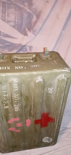 Vintage military medical bug out container for Sale in Phoenix, AZ