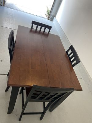 Dining room table with 4 chairs for Sale in Corona, CA