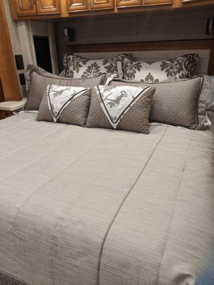 Tiffin Zephyr Motorhome Bedding for Sale in Woodway, WA