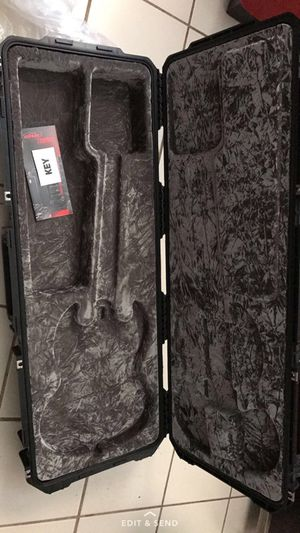 Iseries skb style molding guitar case for Sale in Buckhannon, WV