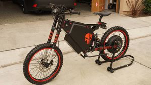 8000W B2 Stealth Bomber Electric Dirt Bike 65 MPH 30 Miles on odometer. Immaculate! for Sale in Huntington Beach, CA