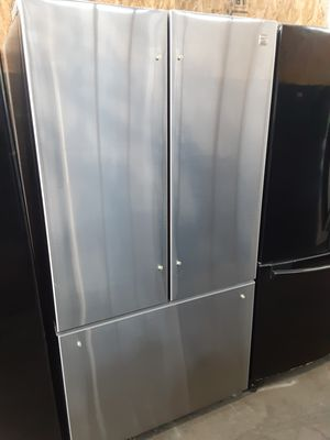 $699 Kenmore stainless French door fridge like new condition includes delivery in the San Fernando Valley a warranty and installation for Sale in Los Angeles, CA