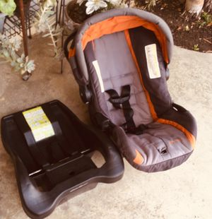 Eddiebuer car seat base for Sale in Lakewood, CA