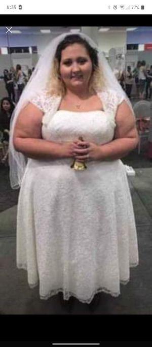 26w wedding dress for Sale in Orlando, FL