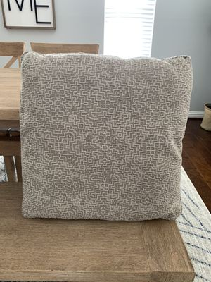 4 pillows - never used. Came with couch from Gallery Furniture. Excellent Condition for Sale in Houston, TX