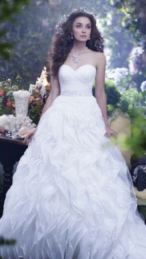 Designer Disney Ariel wedding dress for Sale in Aurora, IL