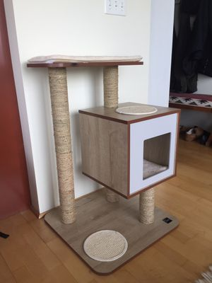 Mud Bay Cat condo scratcher climbing tree scratching post for Sale in Portland, OR