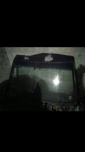 94 suburban windshield for Sale in Middleburg, PA