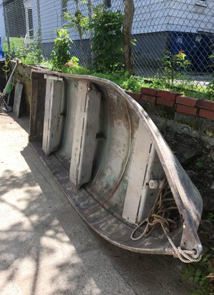 12 feet aluminum boat with motor anchor tank Ready to go for Sale in New Haven, CT