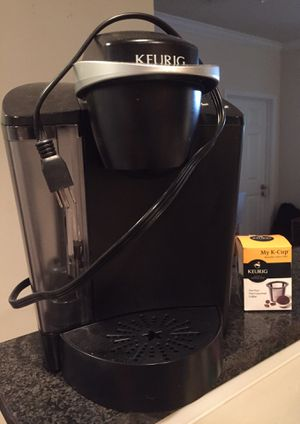 Keurig coffee maker with extra filter for Sale in Arlington, VA