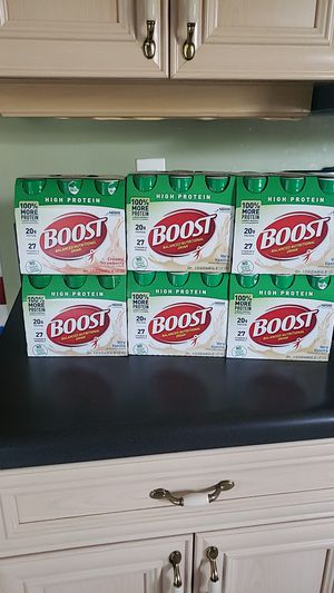 Boost nutritional drink 4 pack very vanilla,1 strawberry for Sale in Miramar, FL